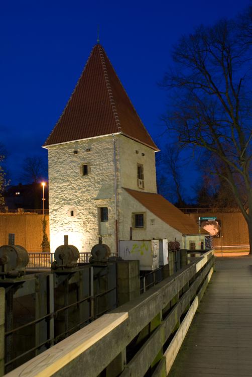Turm bei Nacht