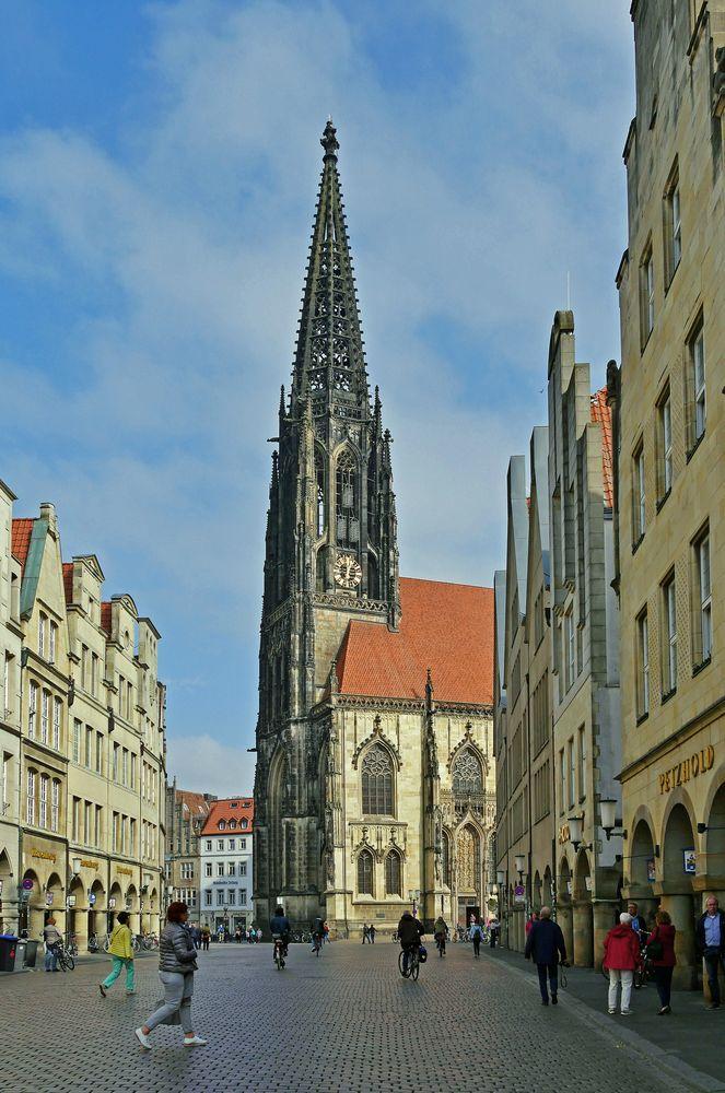 Turm der Lamberti - Kirche mit Prinzipalmarkt Münster