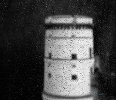 Turm im Regen