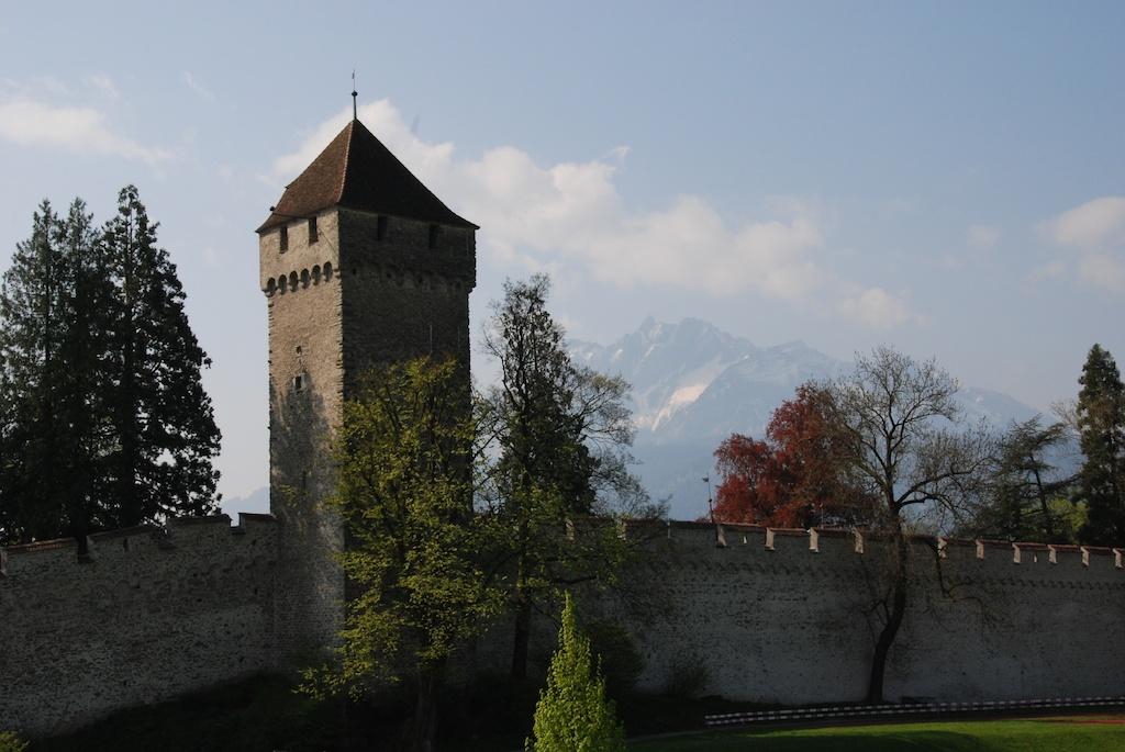 Turm und Mauer