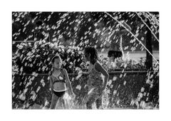 Two Girls - One Runner