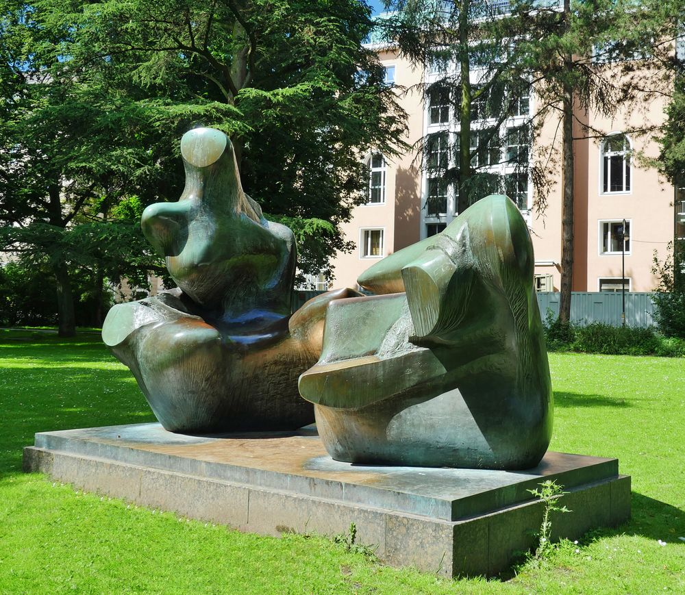 """ Two - Piece Reclining Figure : Points """