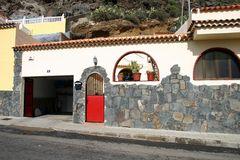 typische Dorfstraßenfassade auf Gran Canaria
