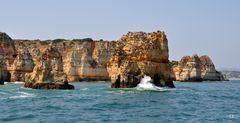 Typische Felsen der Algarve