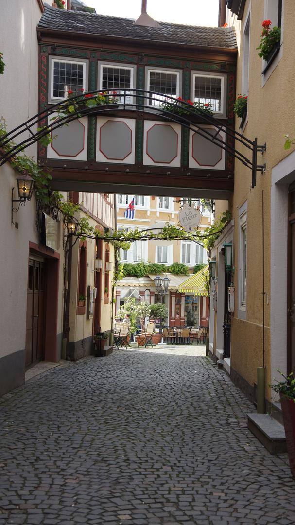 Typische Gasse im Weindorf Bernkastel-Kues