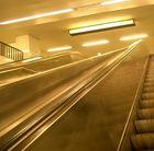 U-Bahn Rolltreppe ziemlich einfarbig...