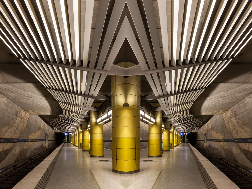 U-Bahnhof gespiegelt