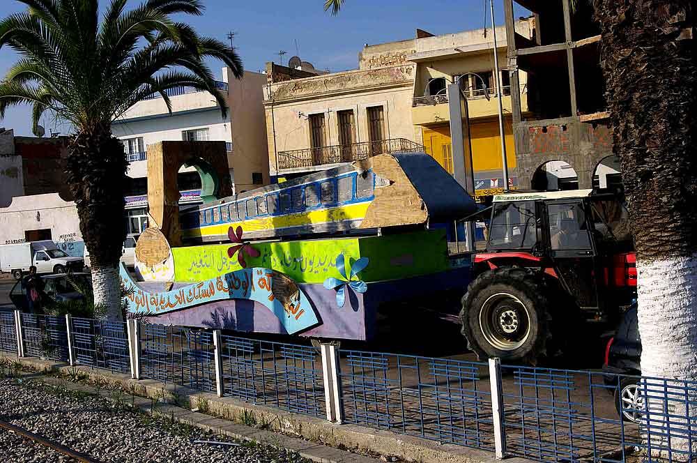 Ubahn fuer Sousse? Oder ein Karnevalswagen?