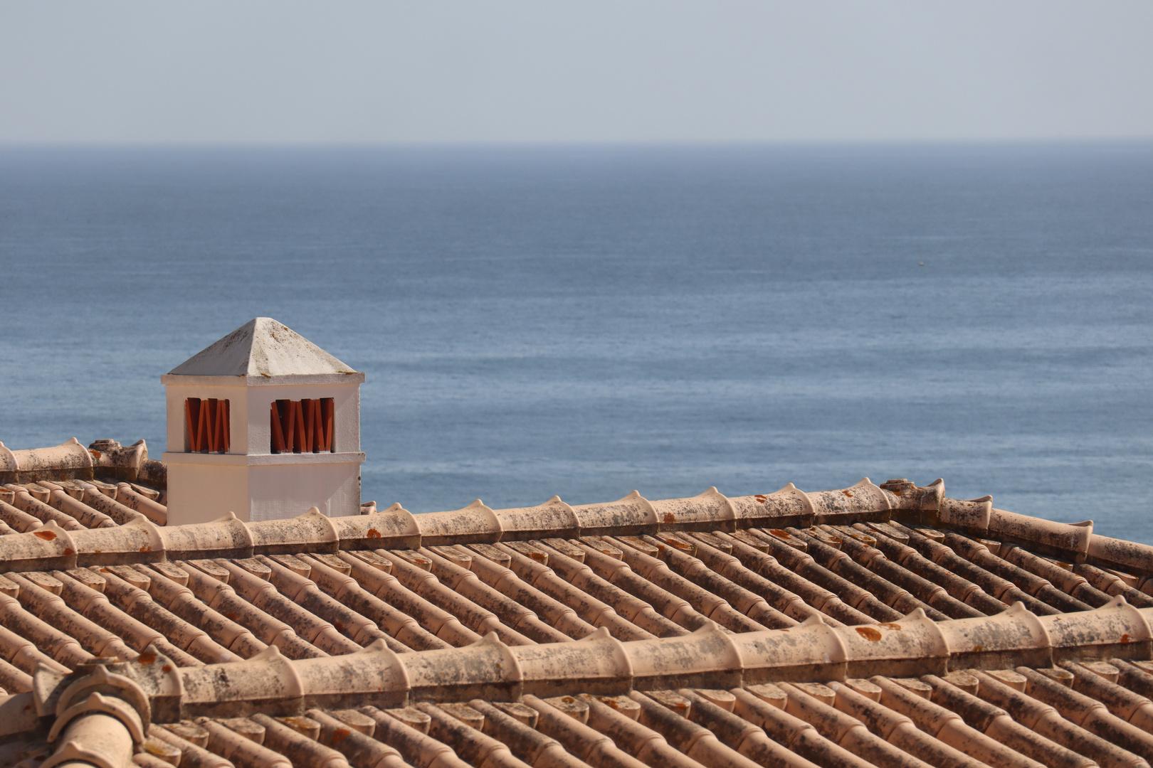 Über den Dächern von Porto de Mós ...