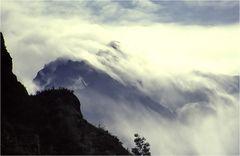Über den Gipfeln, die Wolken gleiten ins Tal