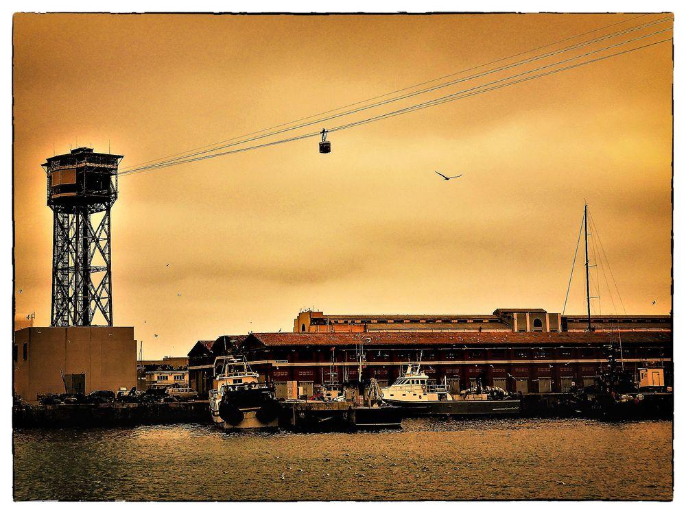 über den Hafen von Barcelona..
