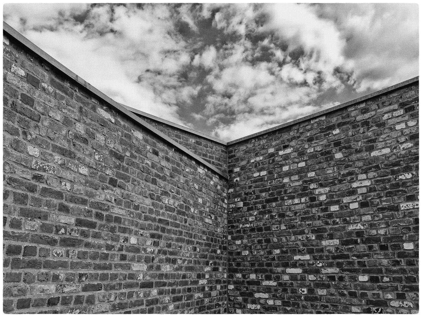 Über den Mauern