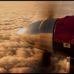 Über den Wolken in den Sonnenuntergang!