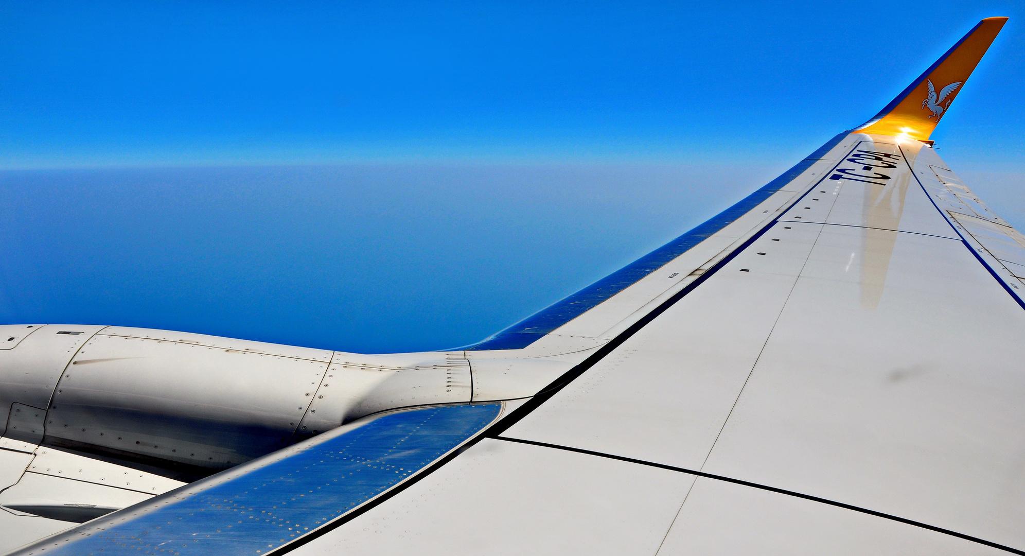 Über den Wolken mit Pegasus Airlines nach Sabiha Gökçen.