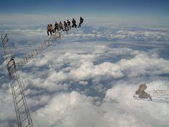 über den Wolken soll die Freiheit grenzenlos sein ???