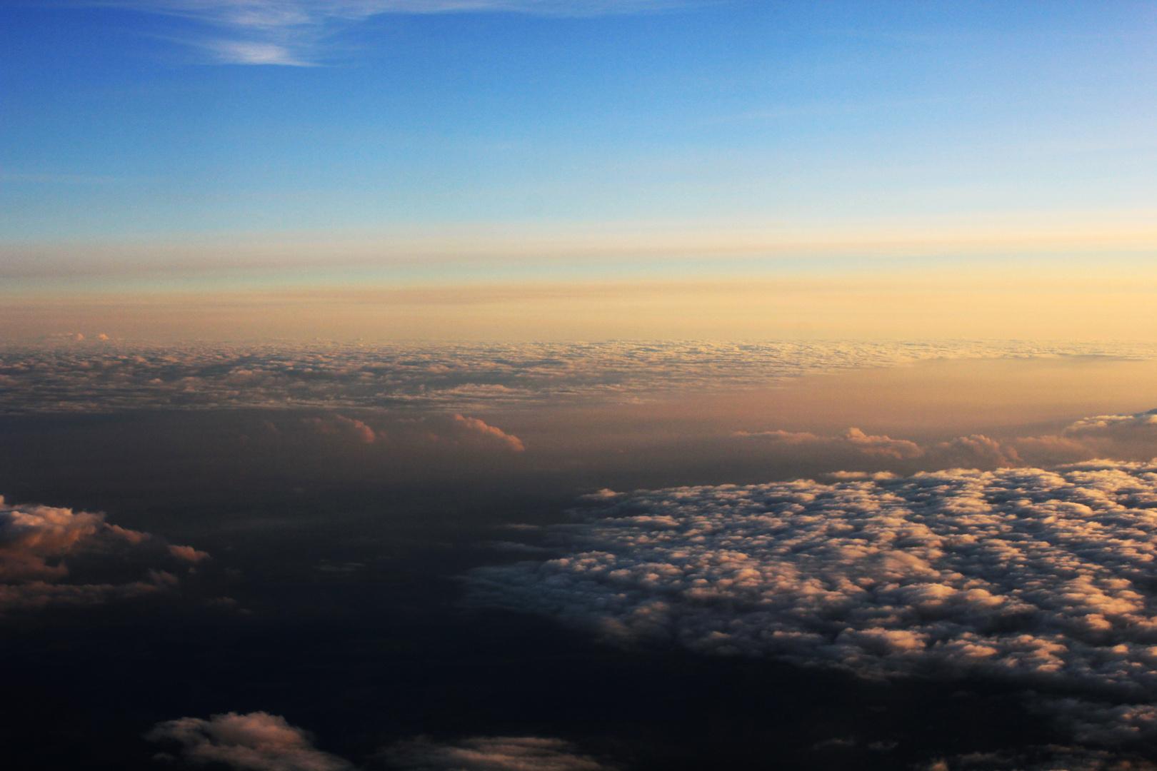 über den Wolken; Sonnenuntergang
