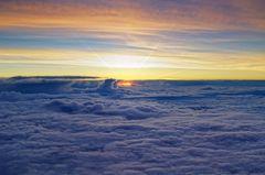 Über den Wolken...sind kleine Sonnenfresswolken