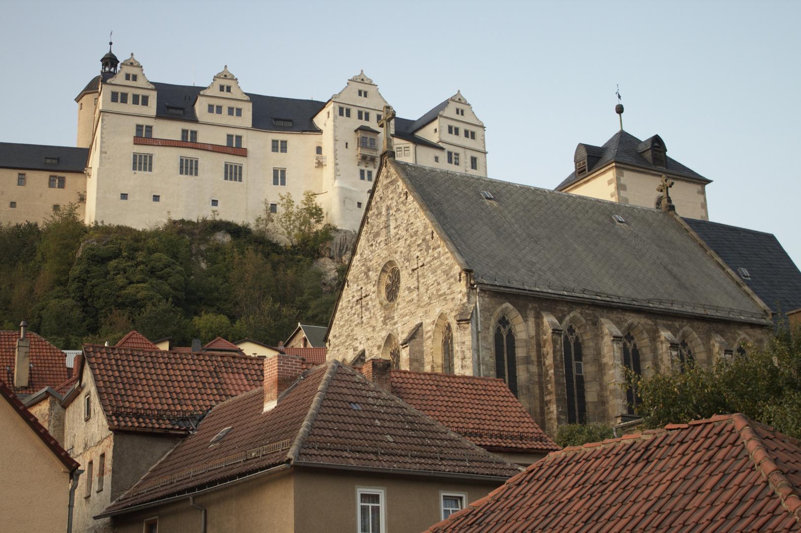 Über der Stadt thront die Burg