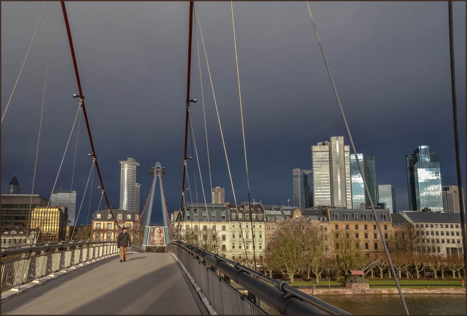 Über die Brücke ...
