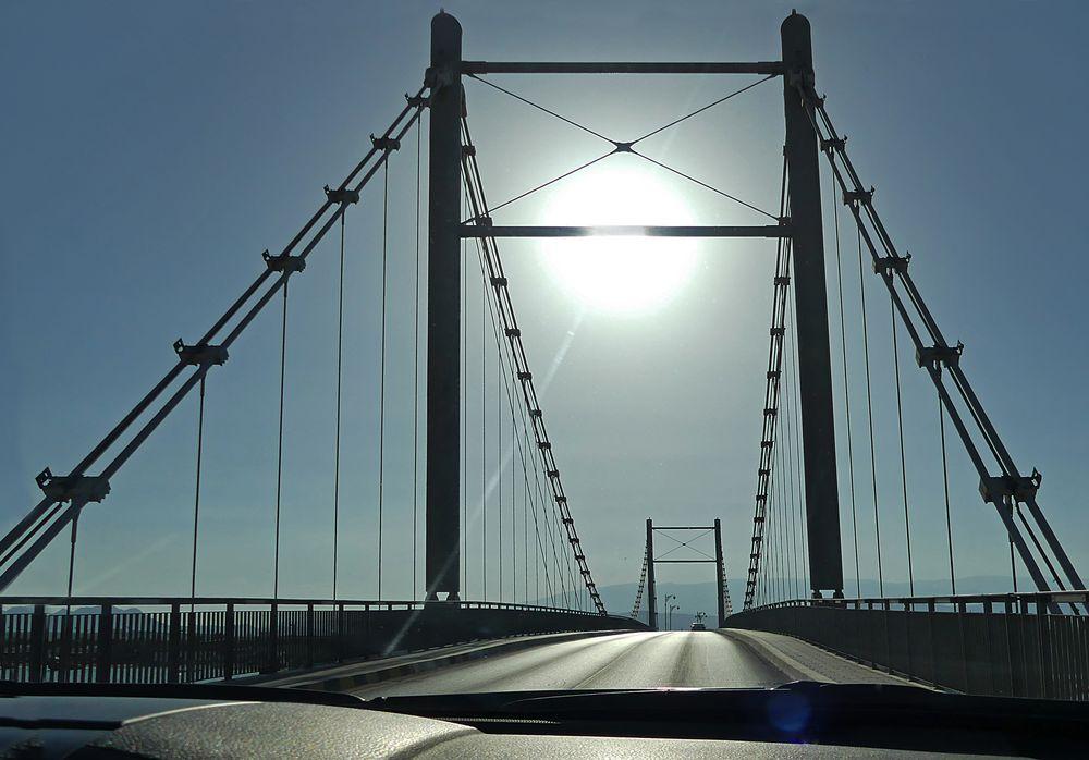 Ueber diese Brücke
