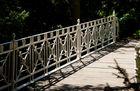 Über diese Brücke ...