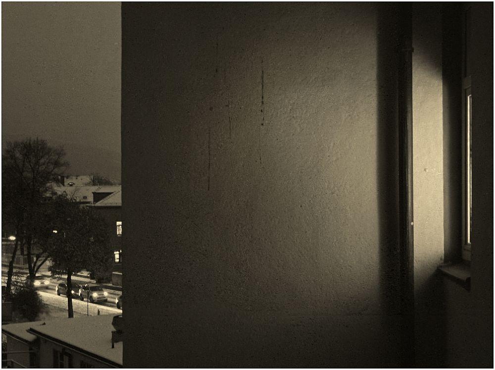 Über ein Taubenpaar unter dem Dach an einem Wintermorgen. Ein Triptychon