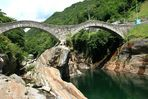 Über eine Brücke sollst Du geh'n