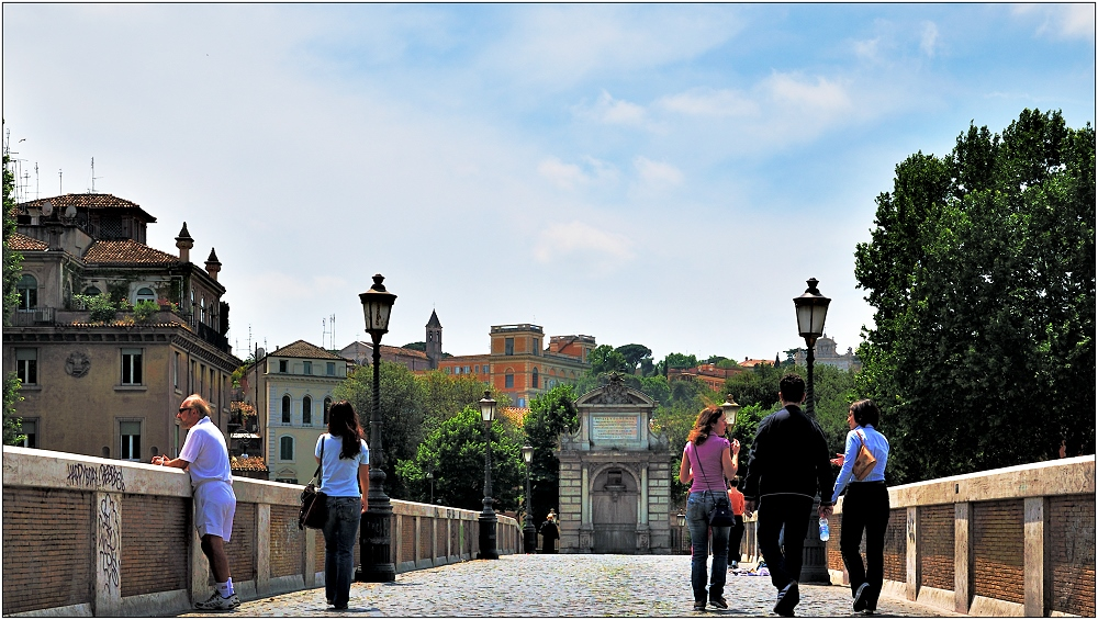 ... über eine Tiberbrücke ...