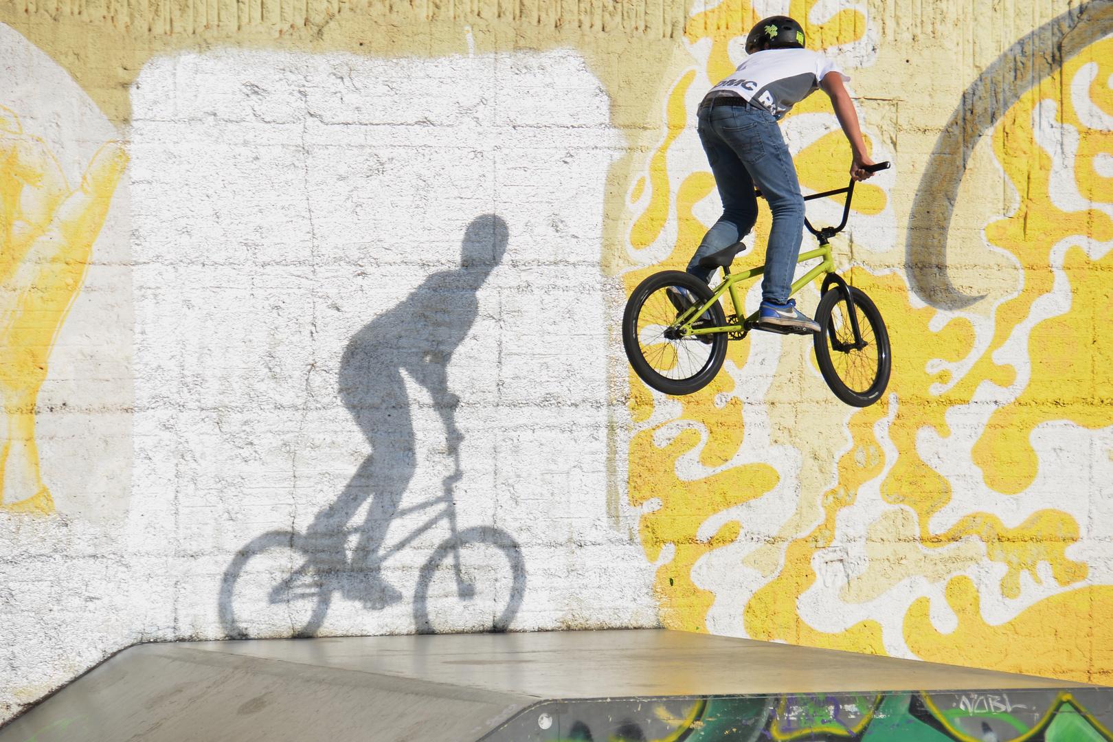 Über seinen Schatten springen Foto & Bild   sport, radsportarten ...