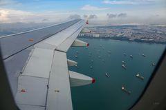 Über Singapurs Hafen