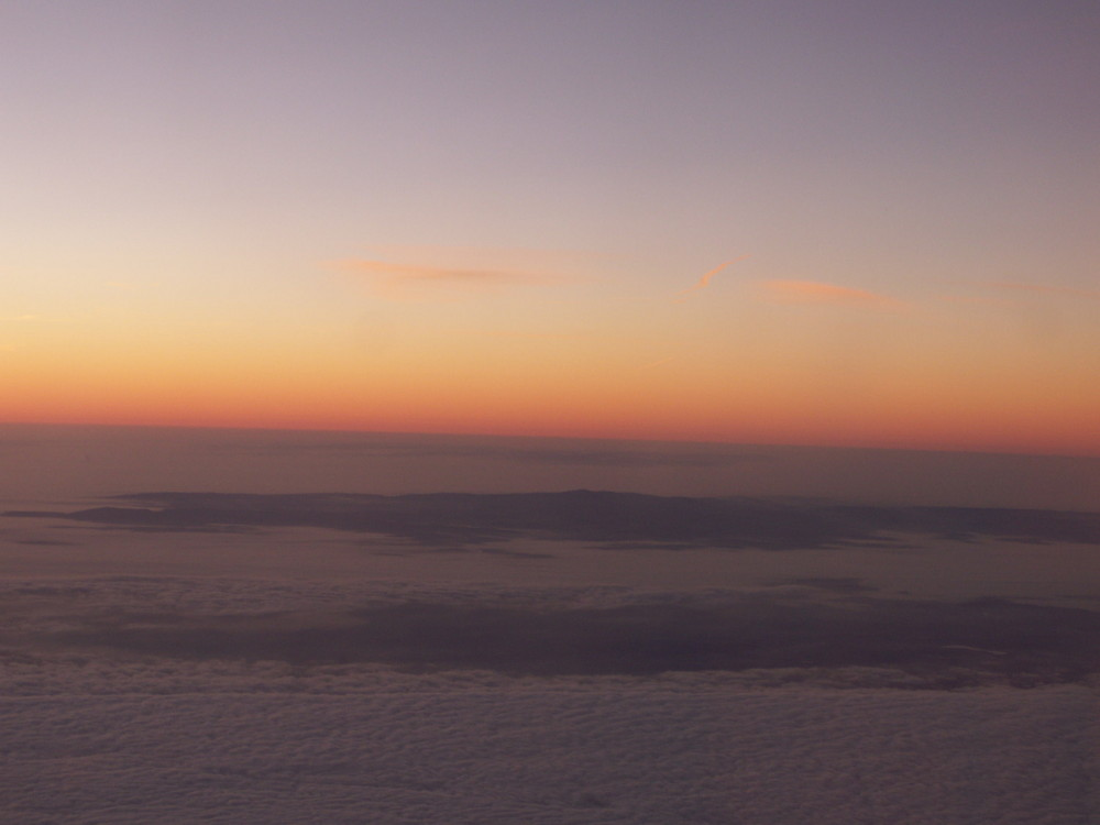 über und zwischen den wolken nr.3 mit sonnenaufgang