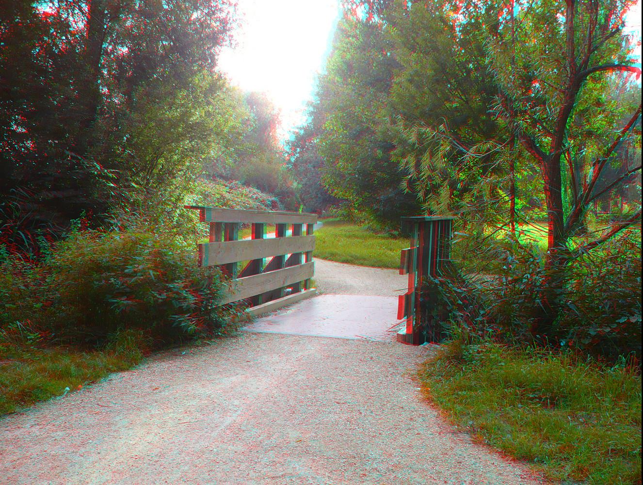 überdiebrücke-indietiefeschauen....  3D-Effekt mit einer Rot-CyanBrille