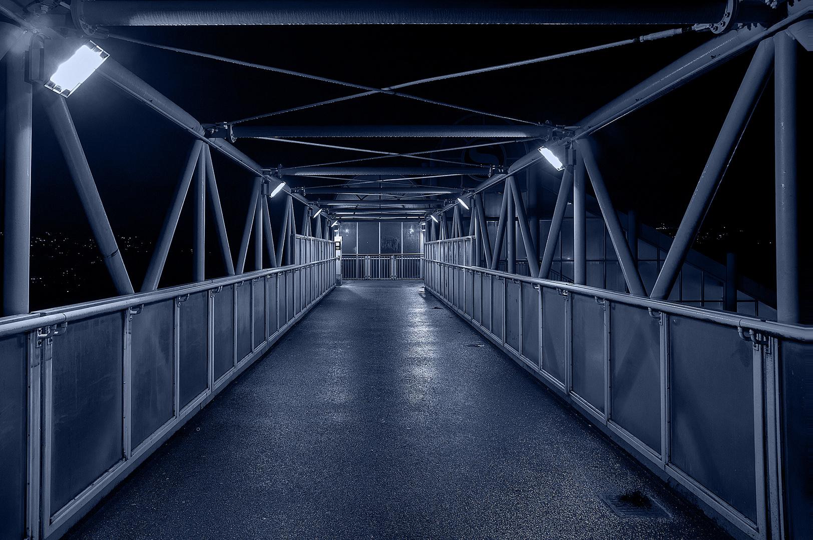 Übergang bei Nacht