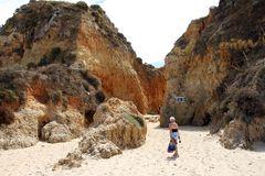 Übergang zwischen Sandfelsen