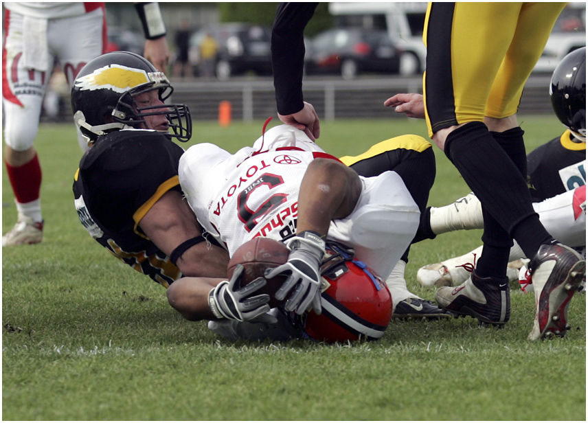 übers Knie gelegt Foto & Bild | sport, ballsport