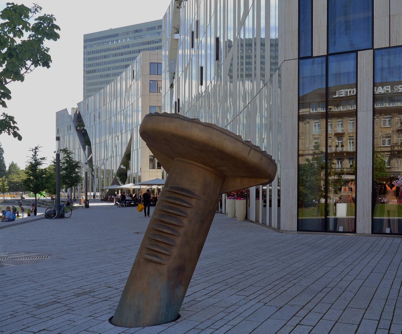 """"""" Uecker """" am Kö - Bogen"""