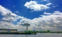 * UFO an der Elbe *