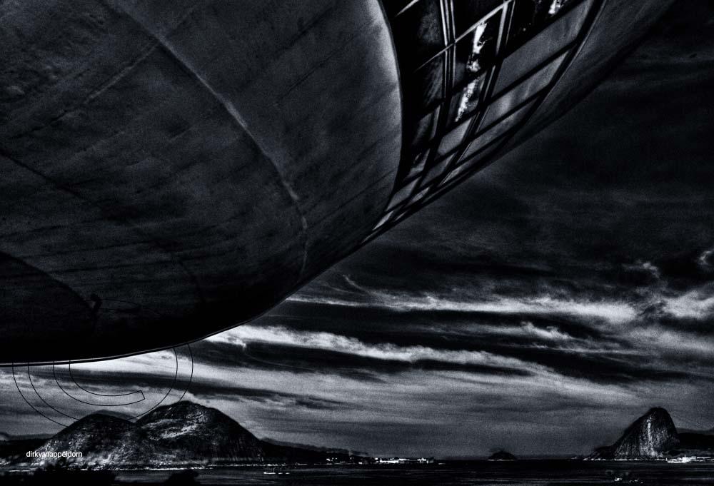 UFO in Niteroi approaching Rio de Janeiro