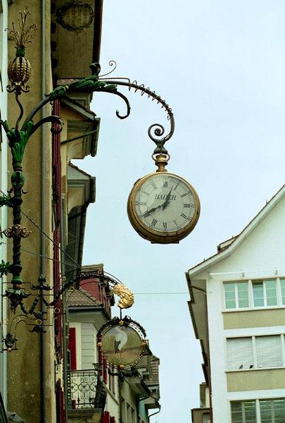 Uhr in gross