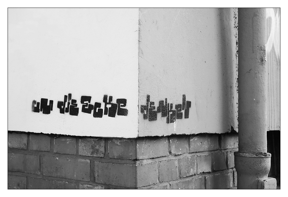 um die ecke denken foto bild streetart kunstfotografie kultur motive bilder auf. Black Bedroom Furniture Sets. Home Design Ideas