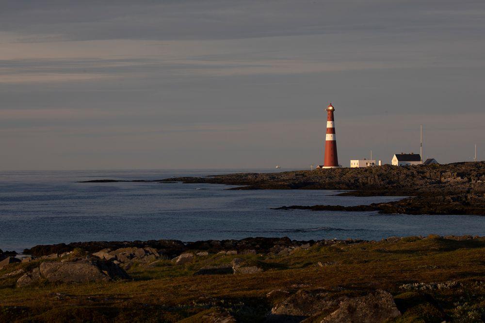 Um Mitternacht wird die MS Vesterålen von den Hurtigruten Slettnes fyr passieren...