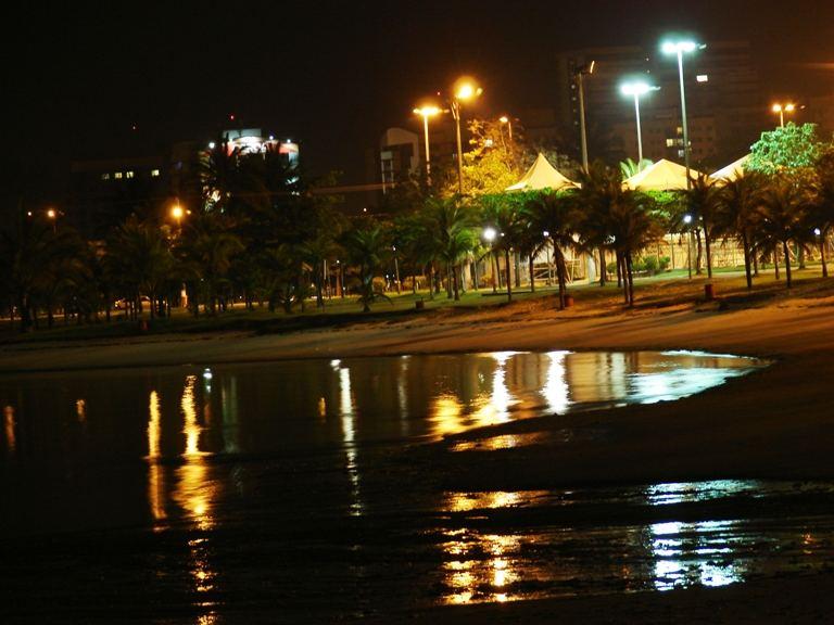 Uma praia de Vitória à noite