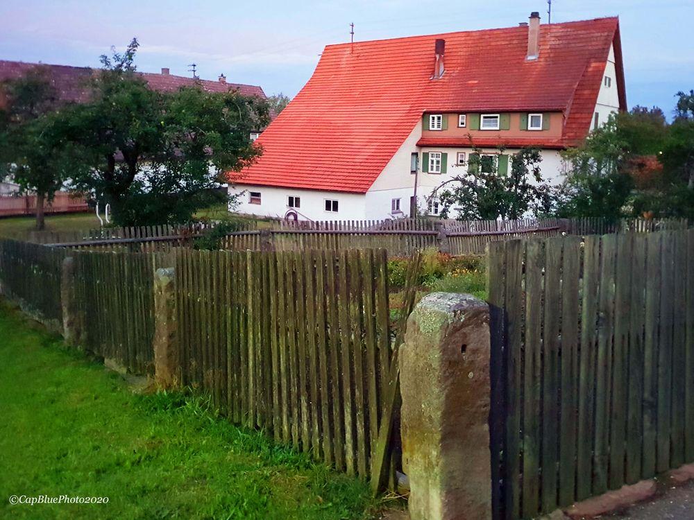 Umzäuntes Anwesen in Seewald-Besenfeld
