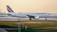 Un avion dit au revoir