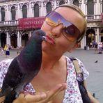 Un bacio rubato in piazza.....