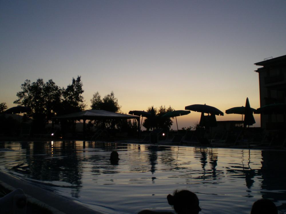 un bagno alle prime luci dell'alba