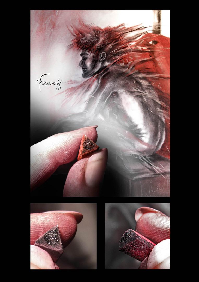 Un bijoux entre les doigts