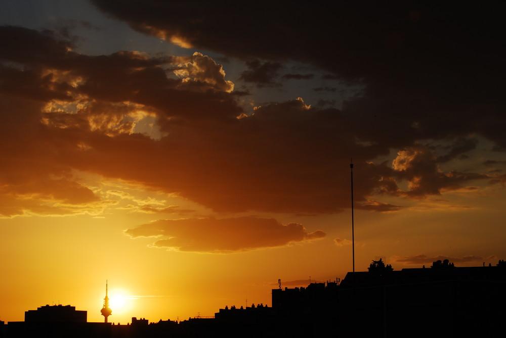 un cielo impactante en este verano madrileño. 22-06-09