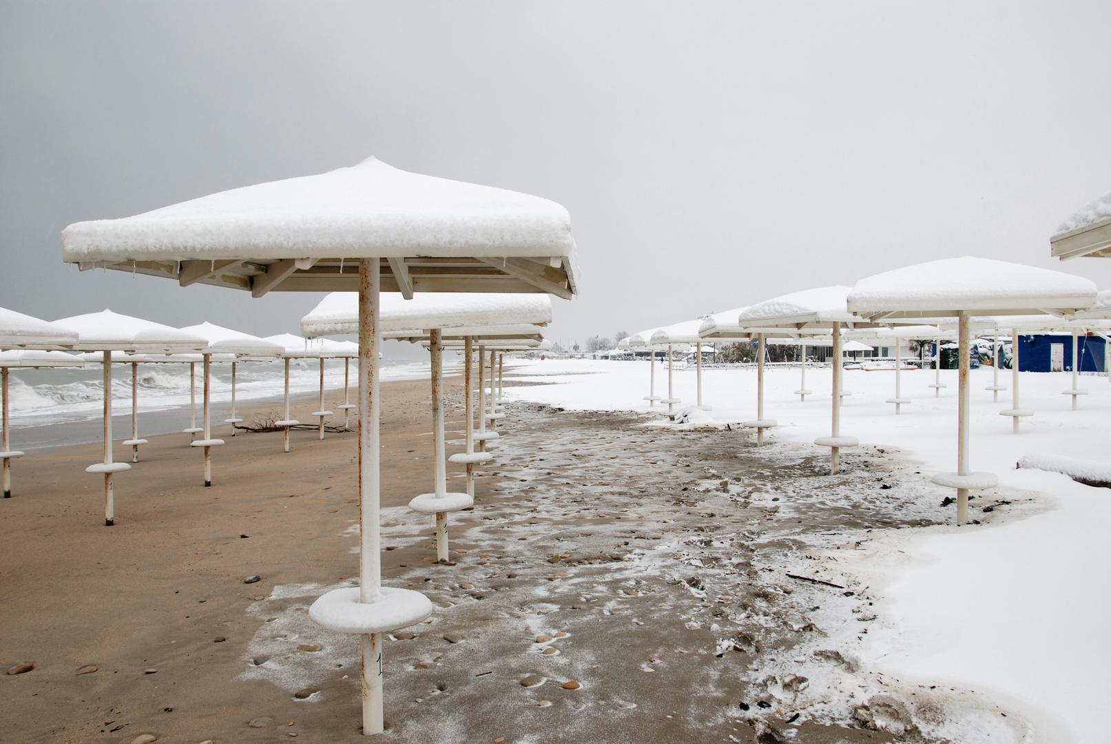 un mare di neve a Porto S' Elpidio