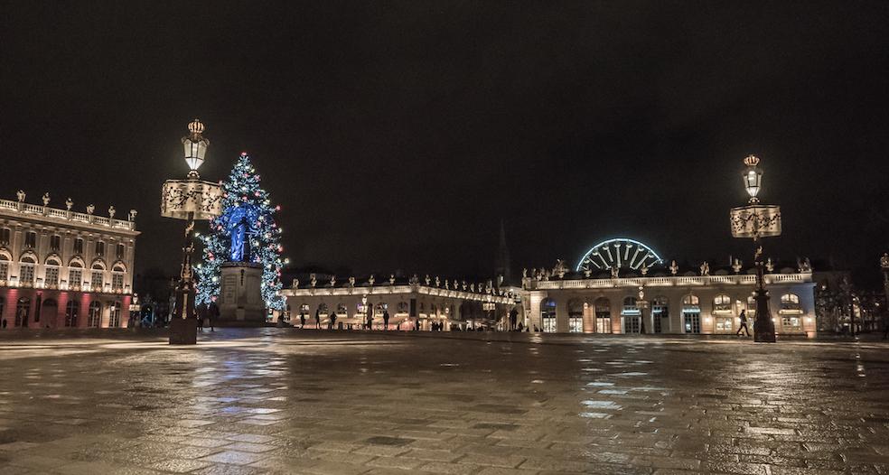 Un peu de pluie, des lumières, la nuit avant Noël ...